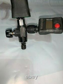 Walcom Carbonio HVLP Base 1.4 tip with digital gauge, regulator, repair kit, etc