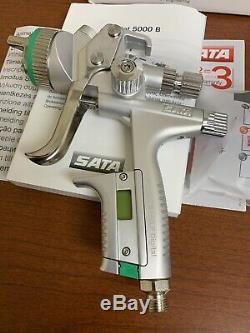 Nouveau SATA Jet 5000 B Hvlp 1,3 (digital) Pistolet De Pulvérisation 211136 Avec Bonnets Mixing Supplémentaires